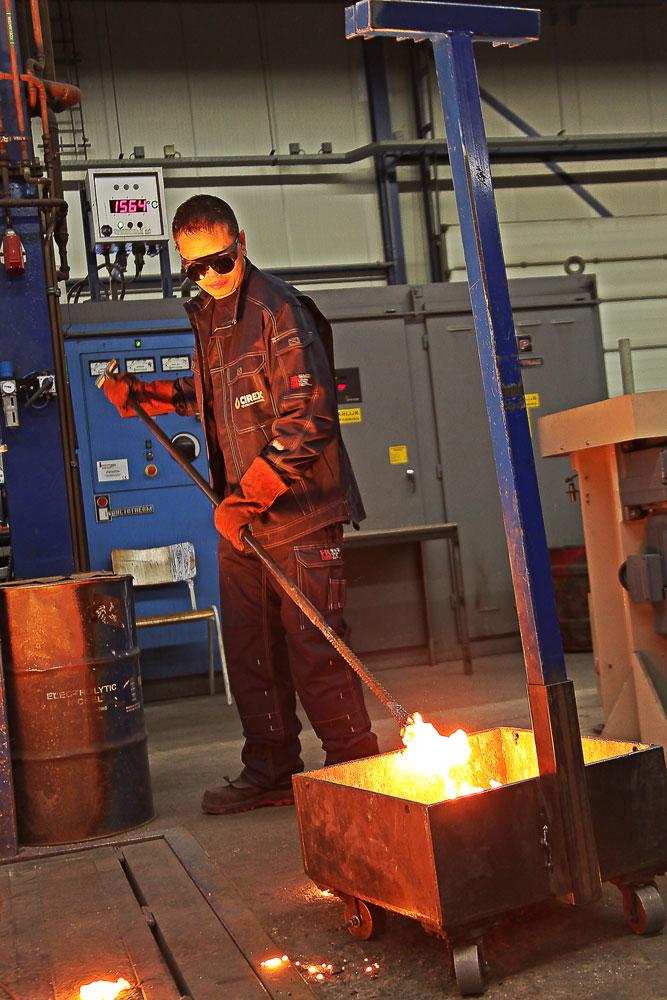 De inherent brandvertragende kleding beschermt de medewerkers van CIREX BV tegen dagelijkse risico's