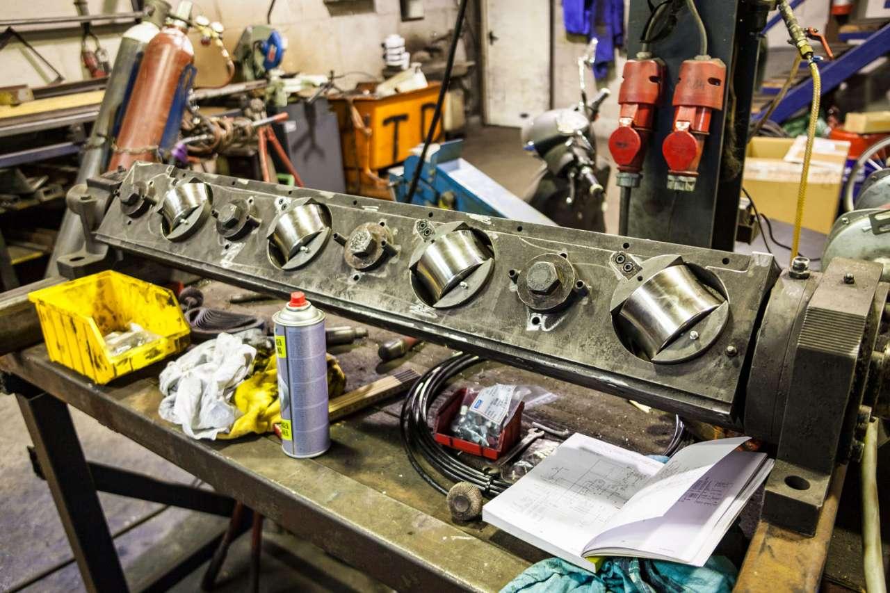 De lagers in de draaiende delen van de richtmachines hebben het zwaar te voortduren. Met het speciale vet met Syngis Technology van Eurol houden ze het langer vol.