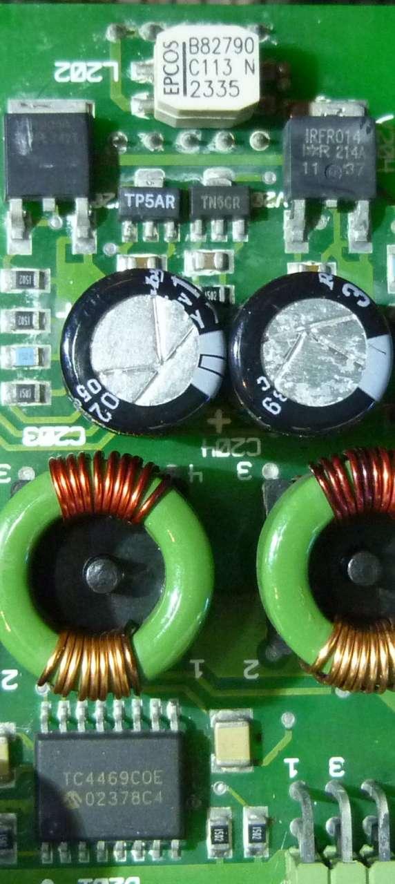 De condensatoren in een frequentieregelaar zijn gevoelig voor warmte.