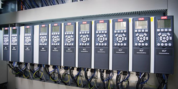 De Danfoss VLT drives zijn zeer complete frequentieregelaars