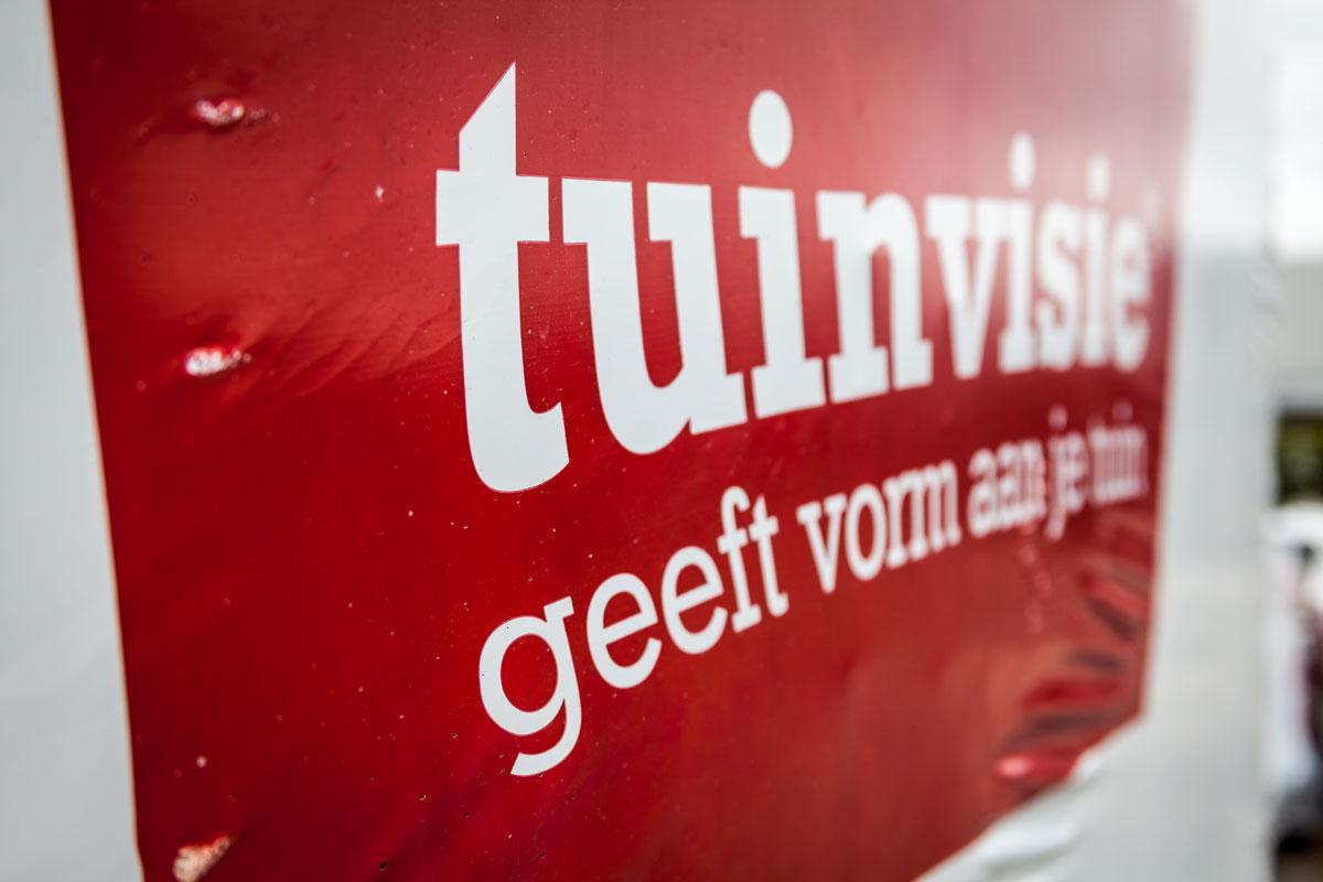 Inmiddels een bekend gezicht in de regio: de verpakte pallets met sierbestrating van Tuinvisie