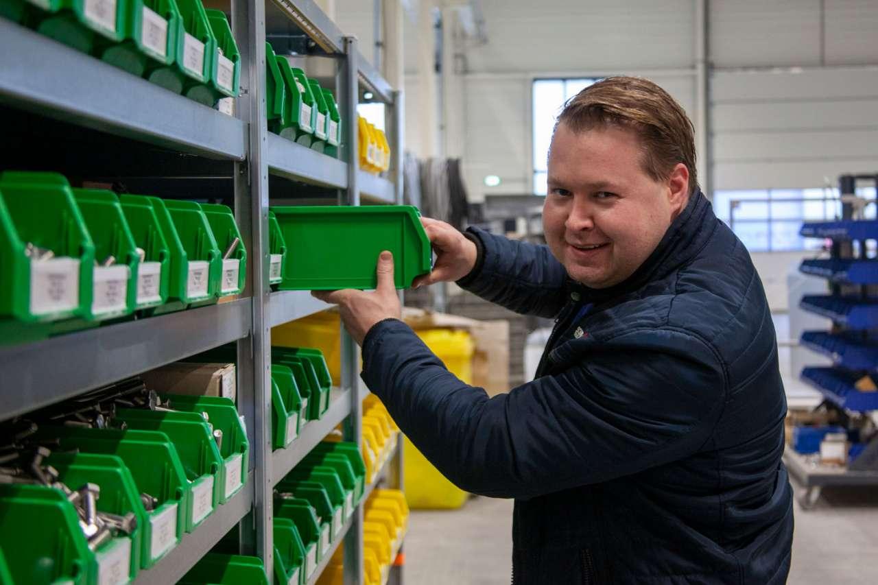 Schipper beheert de grijpvoorraad MRO-artikelen bij DGS