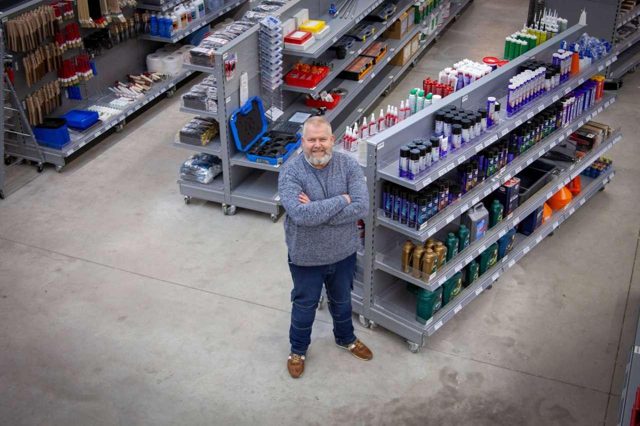 Harold Stavast op de werkvloer van Schipper in Coevorden